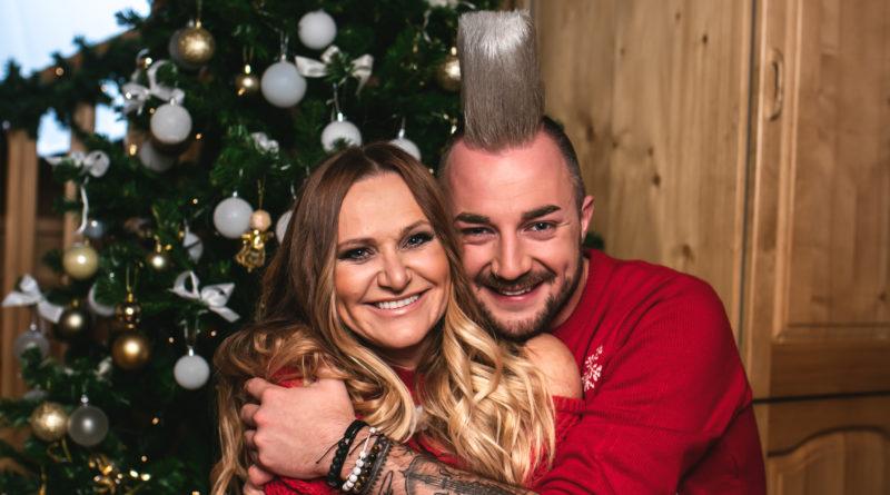 Nuša Derenda in Poskočni muzikanti predstavljajo skupno božično pesem!